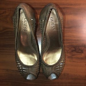 Olive green Guess peep toe